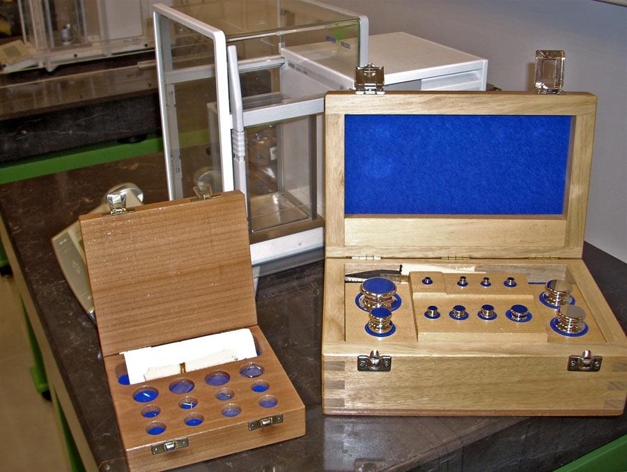 Patrones de masa empleados en la calibración de balanzas monoplato.