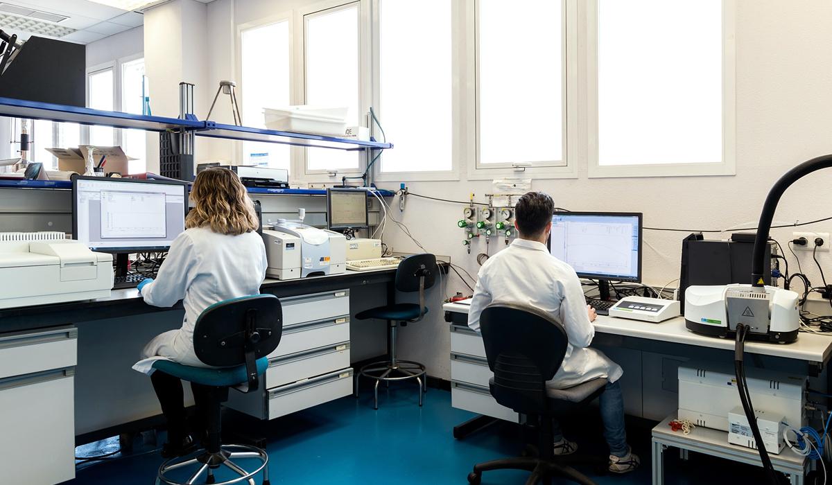 Técnicos de ITAINNOVA trabajando en nuevos materiales