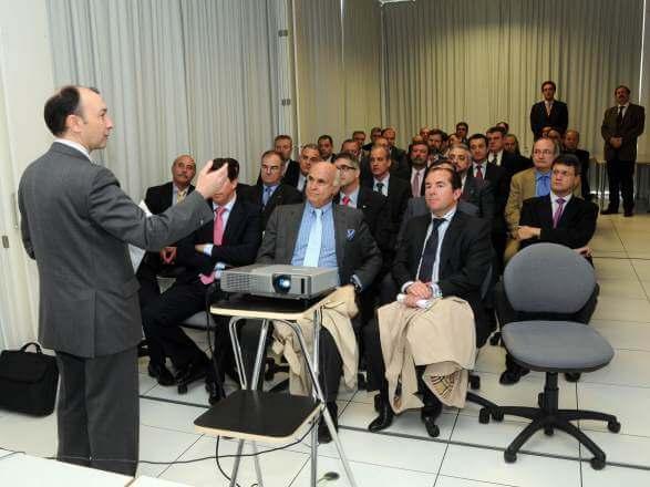 El Círculo de Tecnologías para la Defensa y la Seguridad visita el ITA