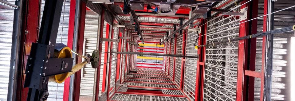 Vista interior de una de las torres de ascensores de ITAINNOVA